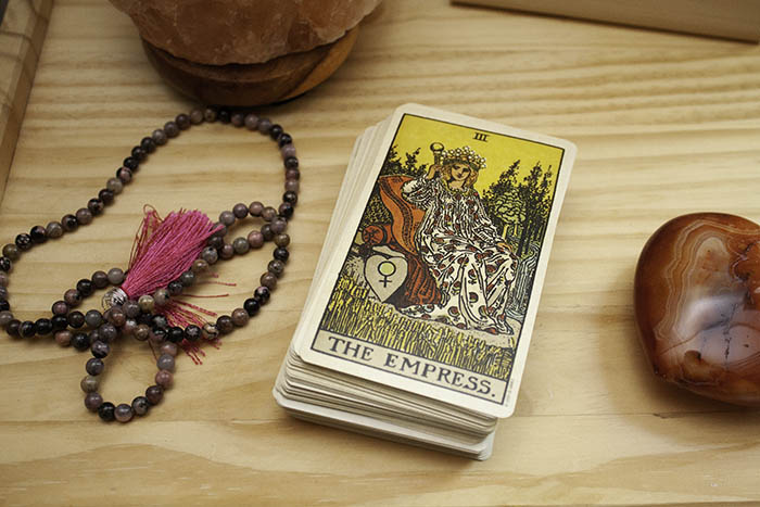 How to Bond and Connect with Tarot Cards