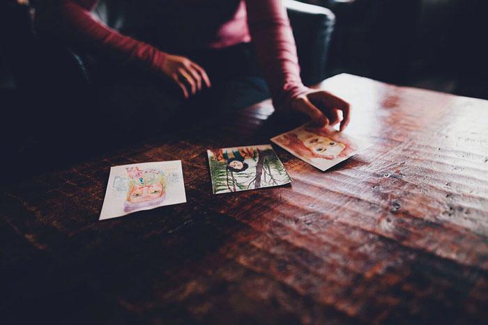 Artists and Art Therapists using Tarot. Image source: Unsplash